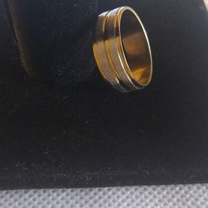 Nwot stainless steel gold ring size 7 1/2